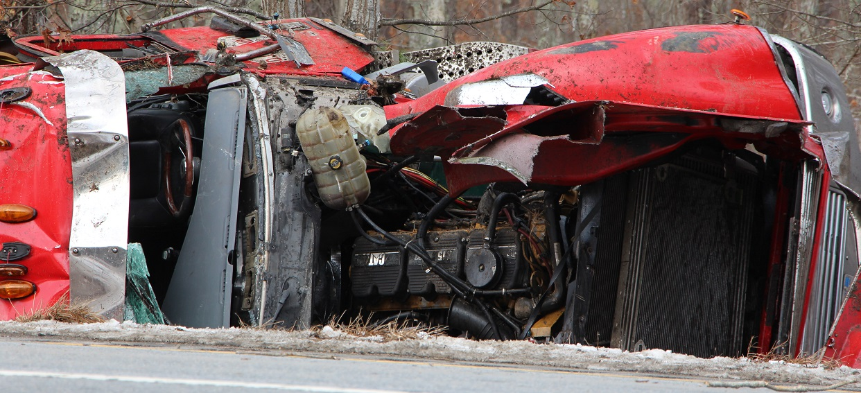 HIGHWAY SHUTDOWN:  Tanker rollover and oil spill closes Route 6… [Video]