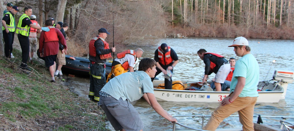 Three boaters in the water as firefighters take to the lake… plus other news… [Video]