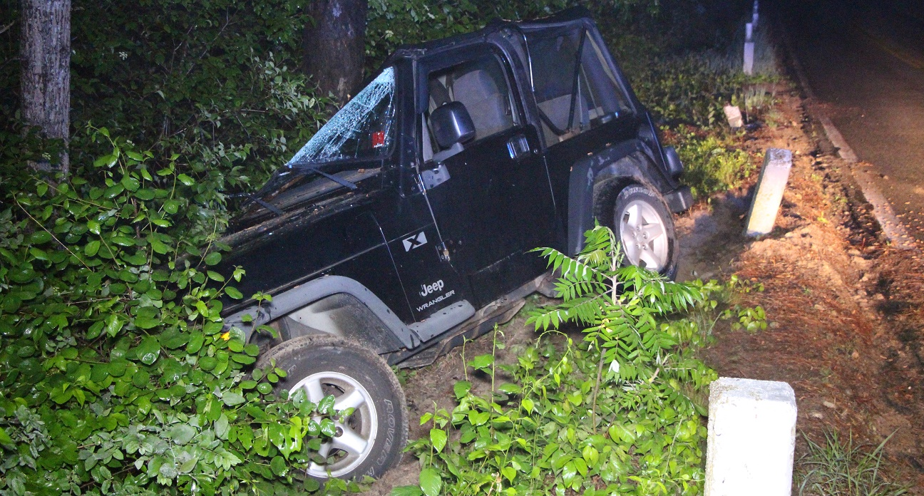 MORNING MYSTERY:  Abandoned Jeep Wrangler discovered off road after hitting tree… with nobody around as far as the eye could see… [Video]