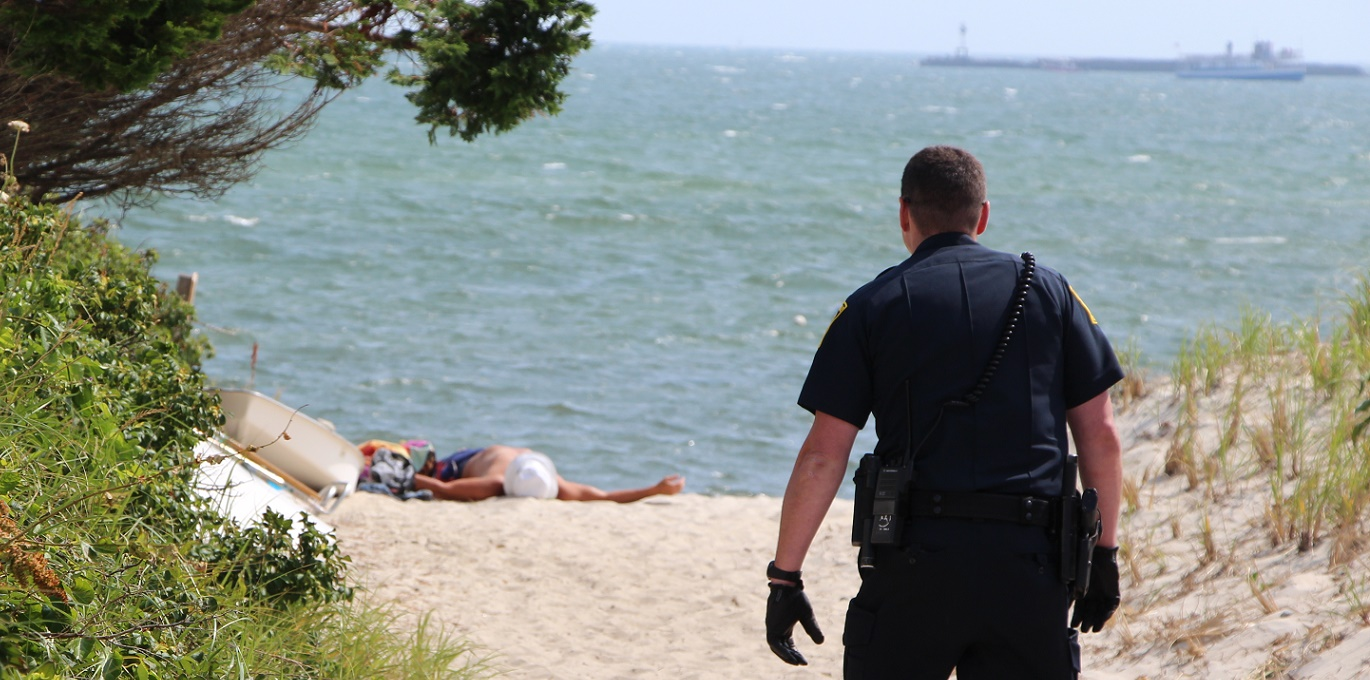 Naked man arrested after terrorizing sunbathers… [Video]