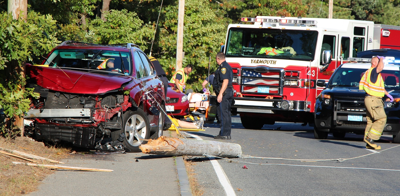 At least two hurt in three car collision… major intersection closed during rush hour…