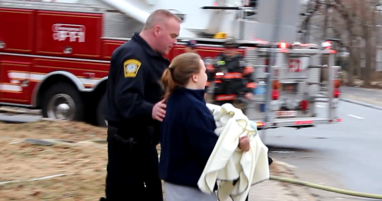 Kitchen fire displaced at least one family… [VIDEO]