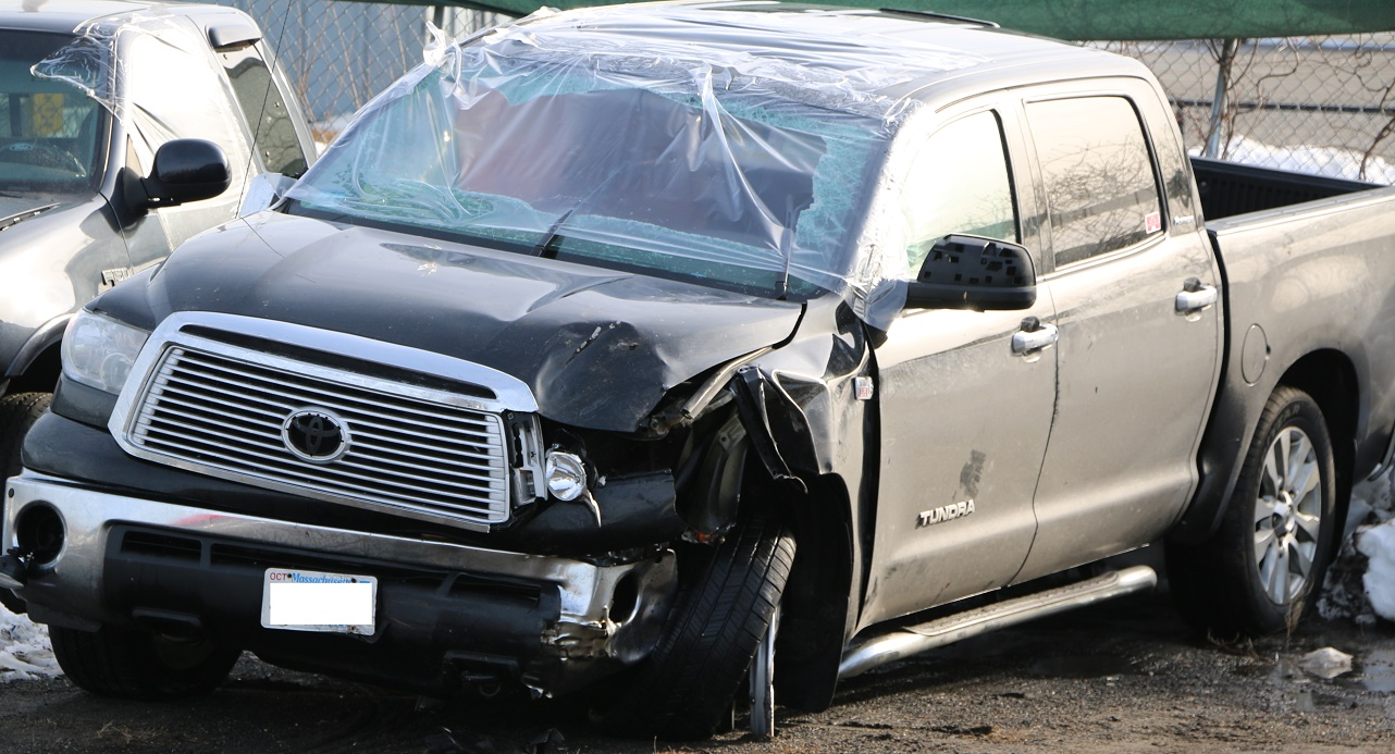 Driver dies at rollover crash scene…