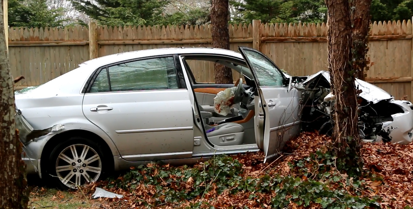 Crash through stockade fence knocks out power in Yarmouth… [VIDEO]