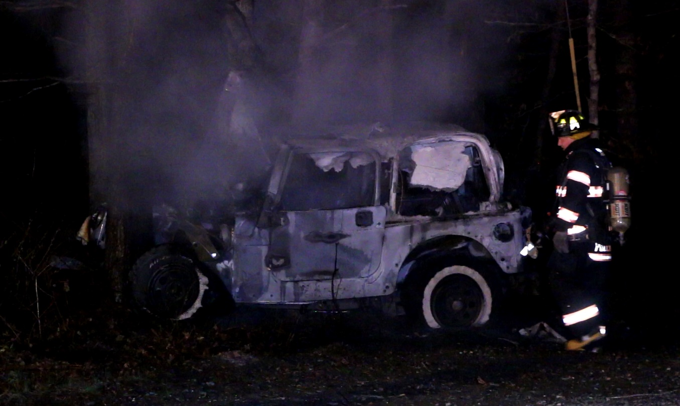 VIDEO: 3 hurt after vehicle strikes tree, bursts into flames…