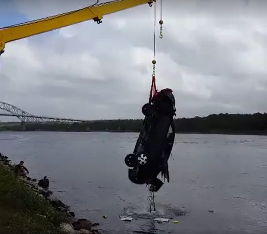 Vehicle Into Cape Cod Canal… Driver Rescued… [VIDEO