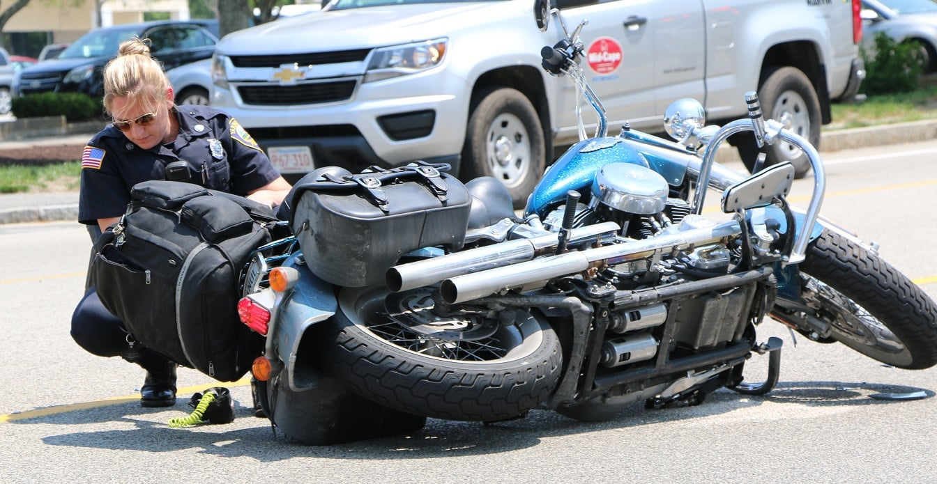 HN VIDEO: Two to CCH after motorcycle clipped on Station Ave…
