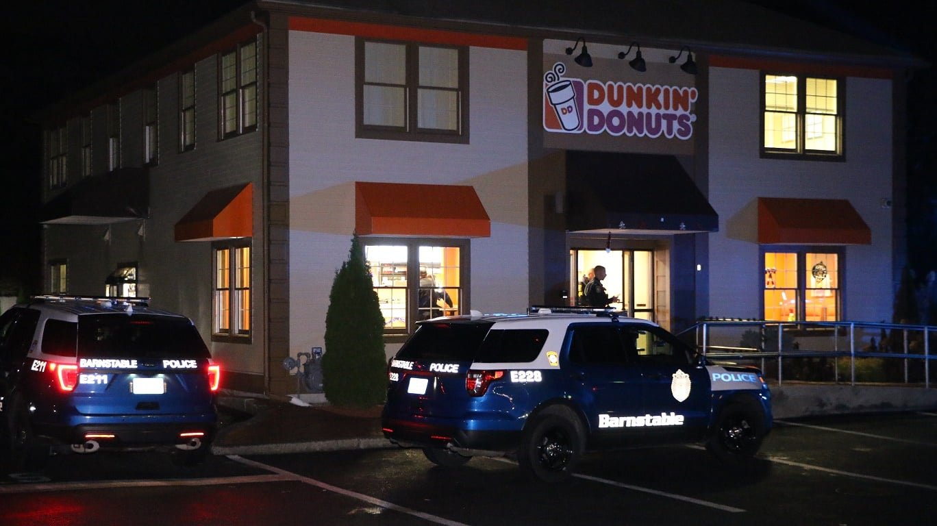 ARMED ROBBERY:  Dunkin Donuts robbed by masked man brandishing a firearm… [HN VIDEO]